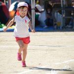 運動会の髪型【幼稚園女の子向け】帽子がかぶれるアレンジは編み込みが人気